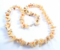 Vintage Vibrant Chunky Shell Bead Necklace.